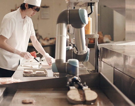 Robots in the kitchen and at the table for Robot cuisine chef